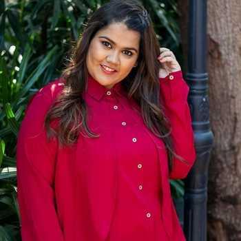 Celebrity Akshaya Naik - Tring India