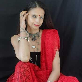 Celebrity Poonam Raina - Tring India
