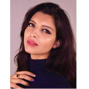 Celebrity Riya Deepsi - Tring India