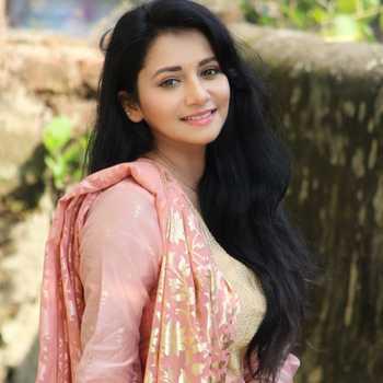 Celebrity Jui Gadkari - Tring India