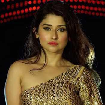 Celebrity Saba Khan - Tring India