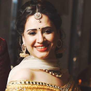 Celebrity Pooja Joshi - Tring India