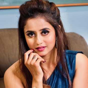 Celebrity Chaitra Vasudevan - Tring India