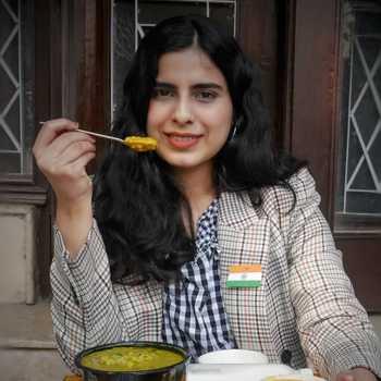 Celebrity Vidhi Gandhi - Tring India