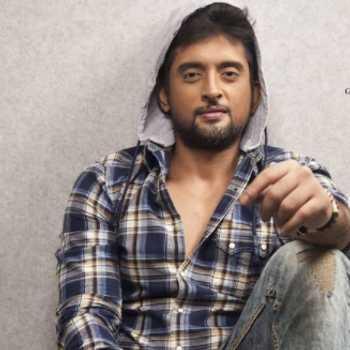 Celebrity Aabhaas Mehta - Tring India