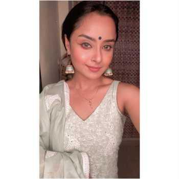 Celebrity Ishita Ganguly - Tring India