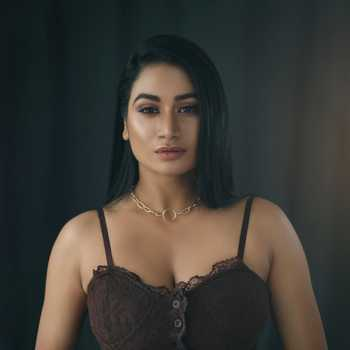 Celebrity Neelam Lohar - Tring India