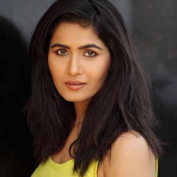 Celebrity Diveyaa Dwivedi - Tring India