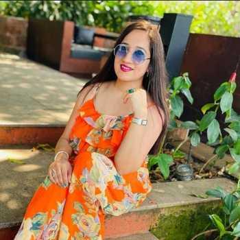 Celebrity Varsha Balani - Tring India