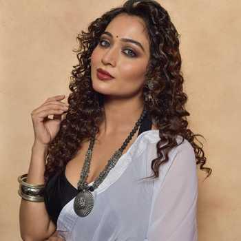 Celebrity Piyali Munsi - Tring India