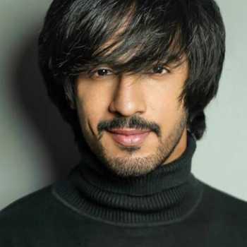 Celebrity Thakur Anoop Singh - Tring India