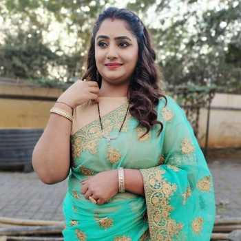 Celebrity Nadia A Himani - Tring India