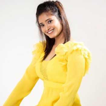Celebrity Aarohi Narayan - Tring India