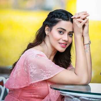 Celebrity Pratiksha Mungekar - Tring India