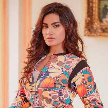 Celebrity Sakshi Dwivedi - Tring India
