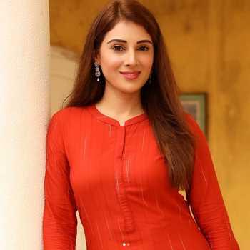 Celebrity Tia Gandwani - Tring India