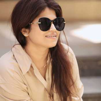 Celebrity Nidhi Kurda Khurana - Tring India
