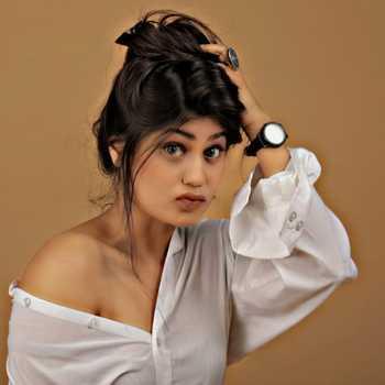 Celebrity Aishwarya Sharma - Tring India