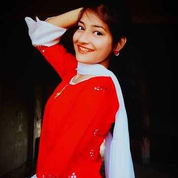 Celebrity Shalini Pandey - Tring India