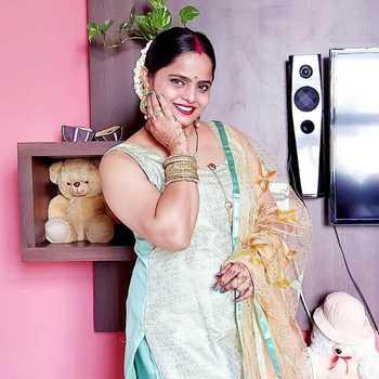 Celebrity Ritu Jha - Tring India