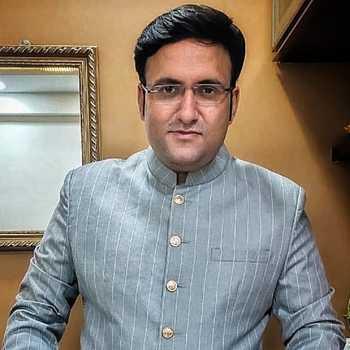 Celebrity Deepak Pareek - Tring India