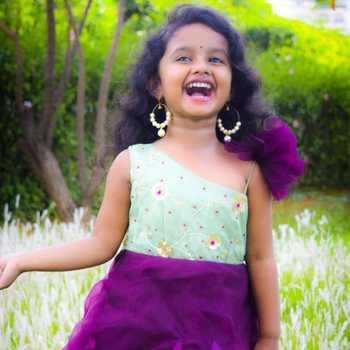 Celebrity Deshna Javaji - Tring India