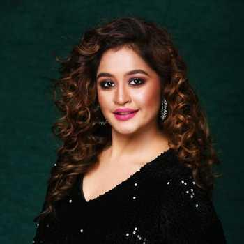 Celebrity Ashna Dhanuka - Tring India