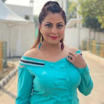 Celebrity Gurpreet Kaur Chadha - Tring India