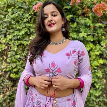 Celebrity varsha kunal Banerjee - Tring India
