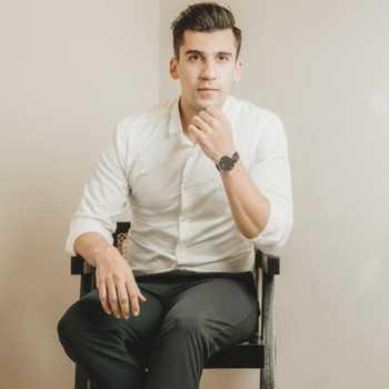 Celebrity Hamid Barkzi - Tring India