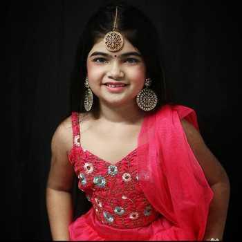 Celebrity Krisha Pandirkar - Tring India