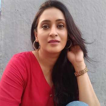 Celebrity Eva Shirali - Tring India