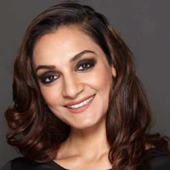 Celebrity Chloe Qureshi - Tring India