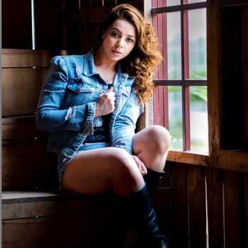 Celebrity Sehrish Ali - Tring India