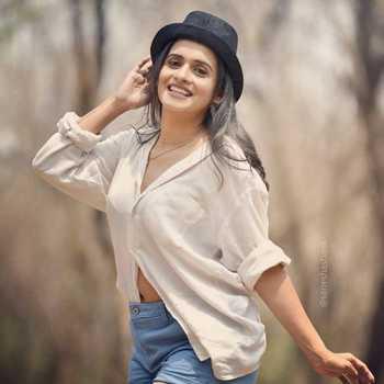 Celebrity Sanika Banaraswale - Tring India
