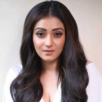 Celebrity Priyanka Rati Pal - Tring India