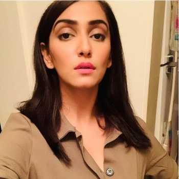 Celebrity Srishti Jain - Tring India