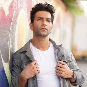 Celebrity SShrey Pareek - Tring India