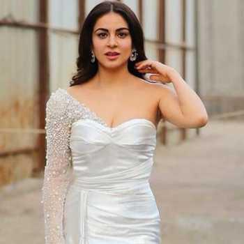 Celebrity Shraddha Arya - Tring India
