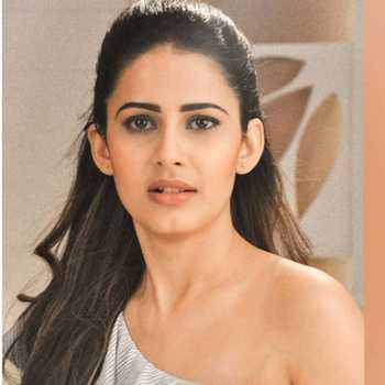 Celebrity Shivani Tomar - Tring India