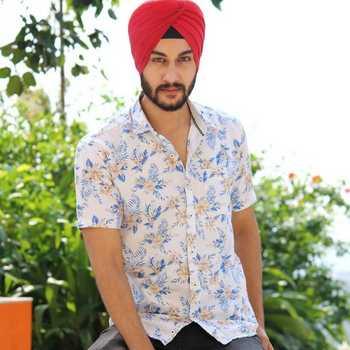 Celebrity Bhavneet Sabharwal - Tring India