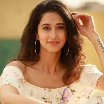 Celebrity Radhika Narayan - Tring India