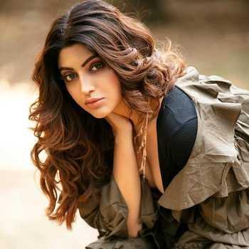 Celebrity Akanksha Puri - Tring India
