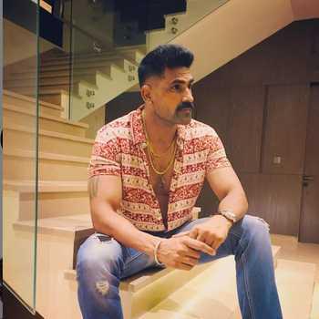 Celebrity Navdeep Tomar - Tring India