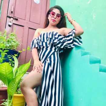 Celebrity Ayushi Rajput - Tring India
