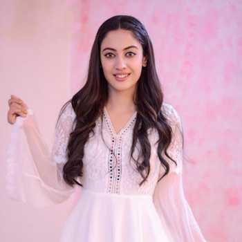 Celebrity Aditi Sharma - Tring India