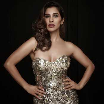 Celebrity Sophie Choudry - Tring India