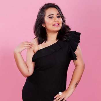 Celebrity Srushti Shah - Tring India
