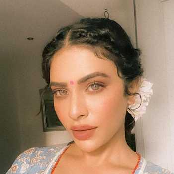 Celebrity Rina Charaniya - Tring India