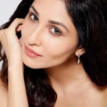 Celebrity Pooja Chopra - Tring India